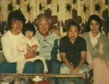 Jackie alaturi de familia lui