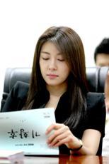 Ha Ji Won citind scenariul lui Empress Ki