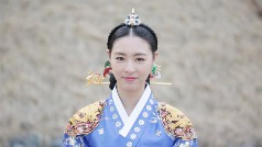 Lee Yun-hee in Hwajung