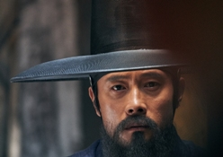 Lee Byung-hun in Fortress